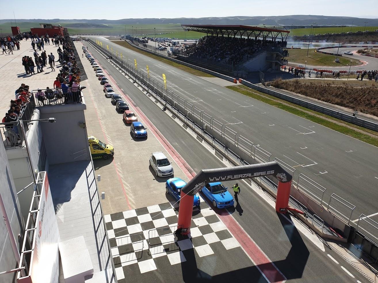 Circuito Los Arcos : El evento volrace reúne a personas en el circuito de
