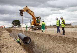 El Consejero Ciriza en una de las visitas a las obras del Canal de Navarra en Peralta